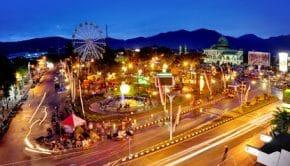 Suasana kota Malang pada malam hari