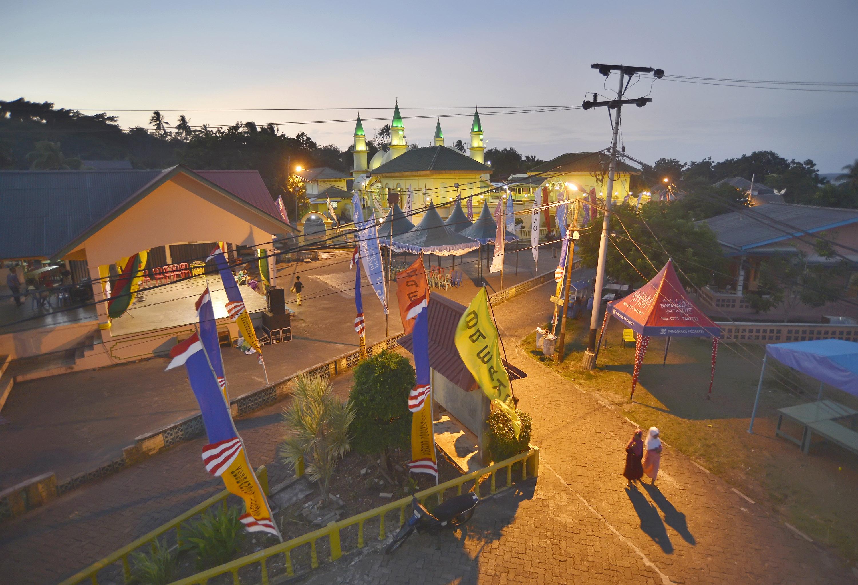Suasana Balai Desa di Kompleks Masjid Raya Sultan Riau, di Kampung Jambat, Pulau Penyengat, Kepulauan Riau.
