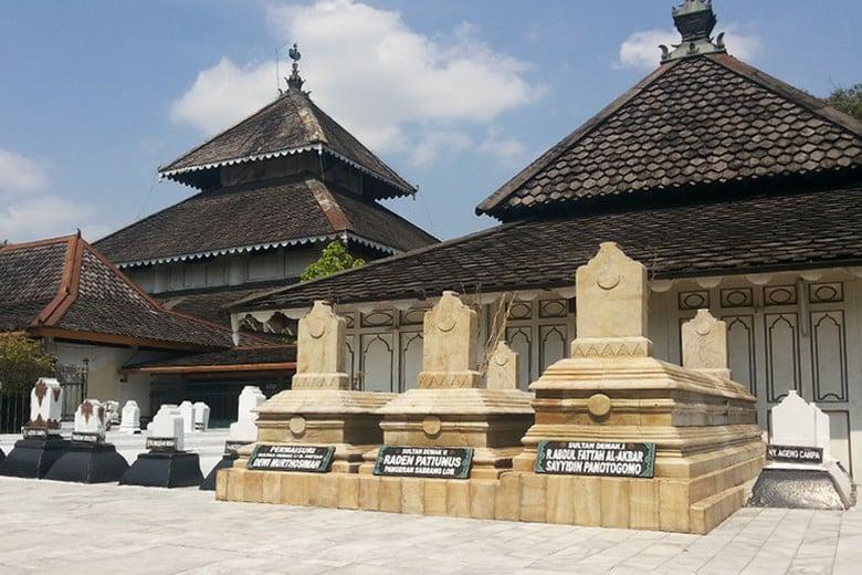 Makam Raden Fatah